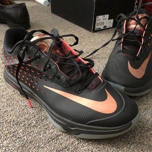 KD Men's basketball shoe - size 10.5